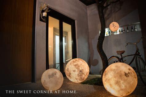 moon lanterns luna lanterns beautiful realistic moon ls geekologie