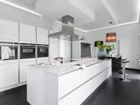 küche kochinsel best 25 küche mit kochinsel ideas on kücheneinrichtung mit kochinsel l küchen mit