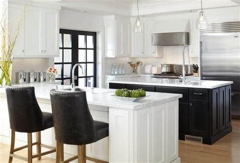 white kitchen with black island cozinha preta veja dicas e aprenda como decorar a sua 1830