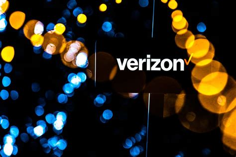 verizon scoops up more phone customers amid 5g rollout cnet