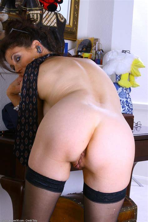 Mom Pinching Her Nipples Xxgasm