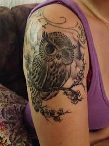 Tattoos Schulter Oberarm Frau : lini eule tattoos von tattoo ~ Frokenaadalensverden.com Haus und Dekorationen