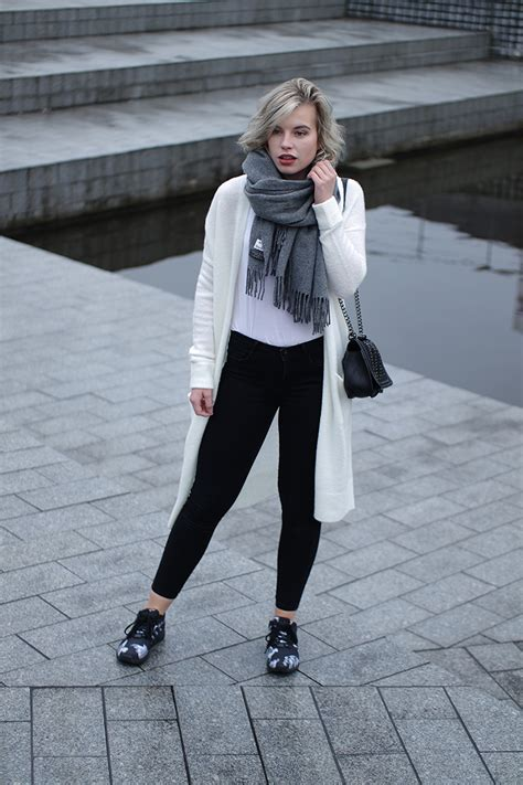 OUTFIT / CARDIGAN AND SNEAKERS   RED REIDING HOODRED REIDING HOOD