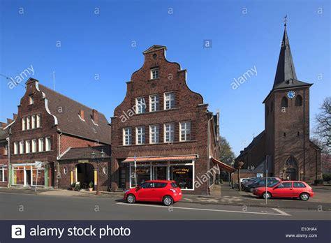 Dorfkirche Und Buergerhaeuser Mit Schweifgiebel In Moers
