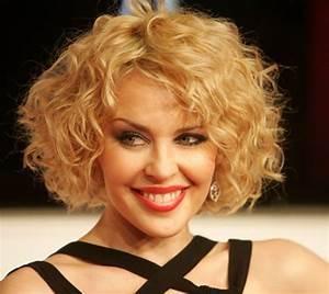 Carré Court Frisé : carr plongeant boucl coiffure femme ultra tendance ~ Melissatoandfro.com Idées de Décoration