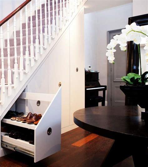 Der Raum Unter Der Treppe Eignet Sich Auch