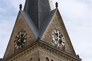 Clocher  Horloge De L U2019 U00e9glise Du Village De T U00e9tange