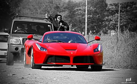 First Laferrari In India Gets Celebrity-like Attention