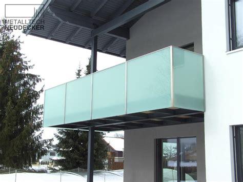 gelaender balkone fenstergitter gitter metalltech