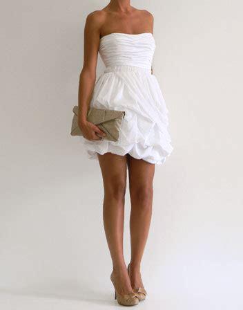 robe bustier blanche courte mariage location robe courte a bustier et jupe a volants en