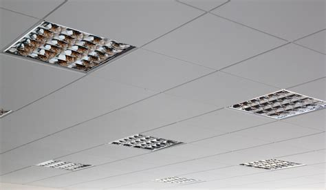 decke abhängen metallunterkonstruktion abgeh 228 ngte decken kiefer trockenbau