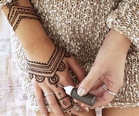 25 Henna Tattoo Design and Placement Ideas   The Xerxes
