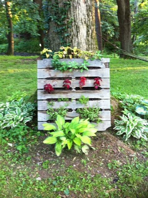Used Garden Decoration by Pallet Garden Decorations Pallet Ideas