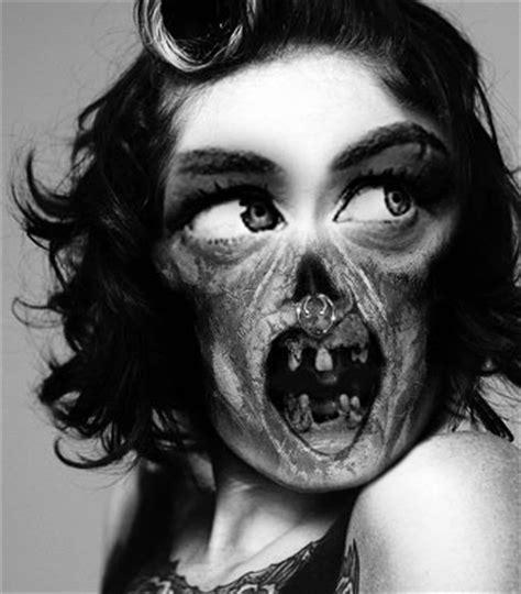 creepy  creative  portraits