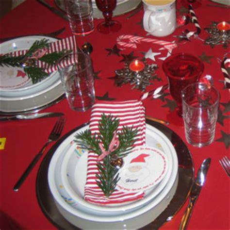 tisch und tafeldekorationen fuer weihnachten