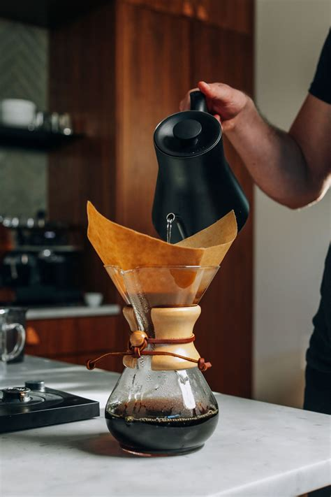 Most people mistakenly think that the key to coffee flavor is grinding your own beans. How to Make Pour-Over Coffee | Minimalist Baker Recipes