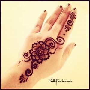 Henna by Kelly Caroline, Cute flower Henna tattoo for the ...