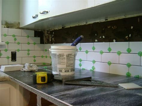 how to install a backsplash in kitchen how to install a tile backsplash myartyhouseideas