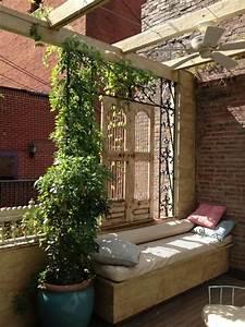 Kletterpflanzen Für Balkon : balkon sichtschutz eisen spaliere sitzbank kletterpflanzen wohnen garten balkon und terrasse ~ Buech-reservation.com Haus und Dekorationen