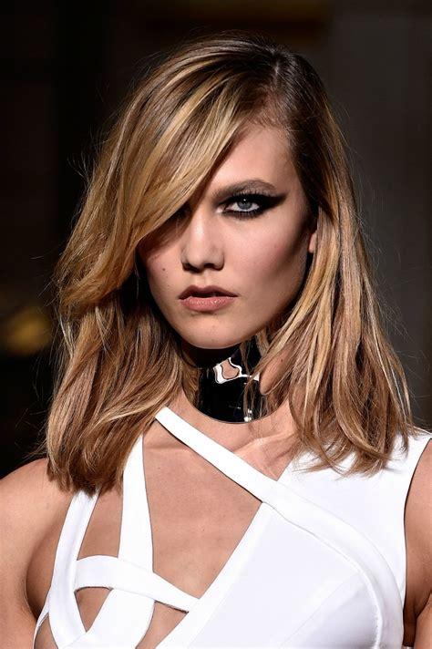 Karlie Kloss's Cateye Makeup On The Versace Runway