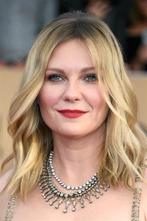 Kirsten Dunst attends 2017 SAG Awards without Jesse