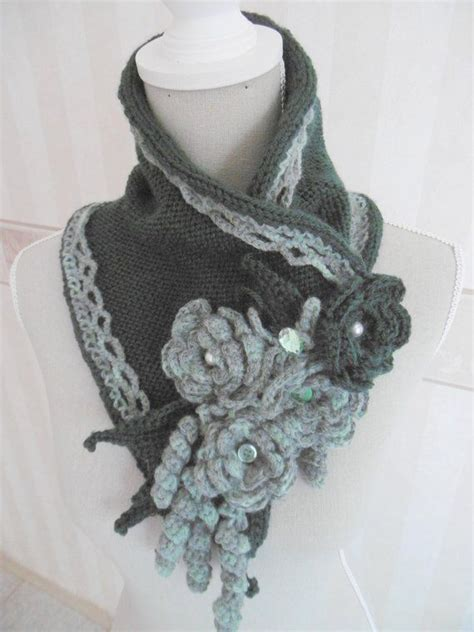 sciarpa con fiori all uncinetto wool scarf with crochet flowers uncinetto maglia