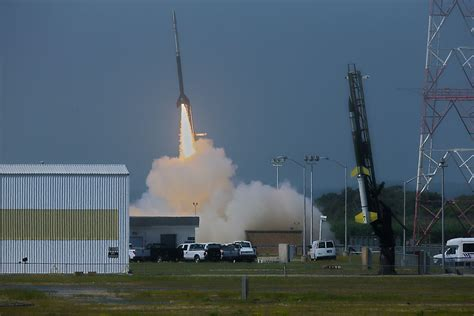 Photos: NASA's Small Rocket Launches of 2013 in Pictures ...
