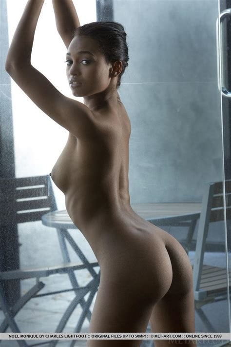 Ebony Babe Noel Monique Strips And Poses For You In
