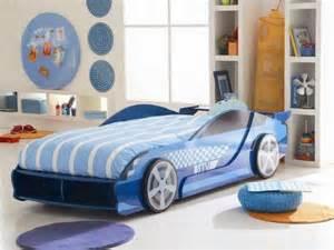 deco porte coulissante placard le lit voiture pour la chambre de votre enfant