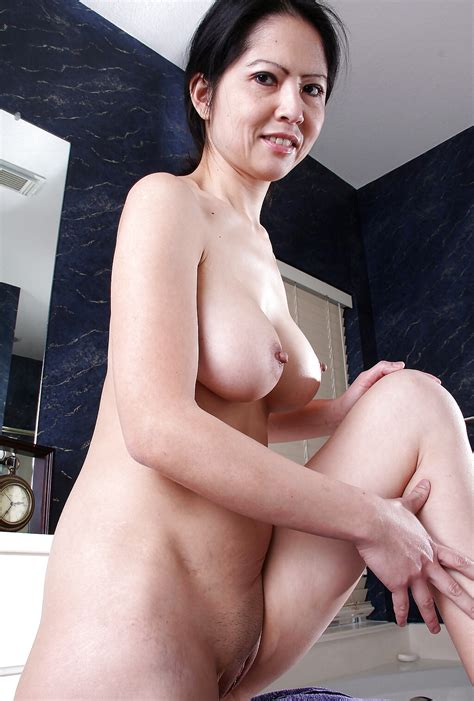 Asian Teen Pictures Sexy Asian Milf Mom Spreading
