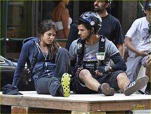 Taylor Lautner & Marie Avgeropoulos: Back on 'Tracers' Set ...