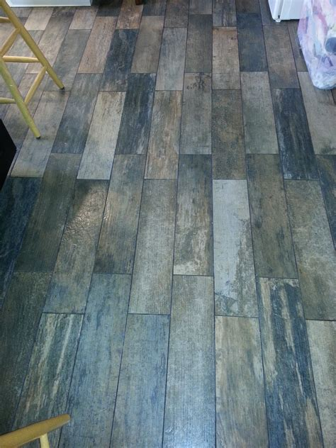 vinyl floors that look like hardwood tiles linoleum that