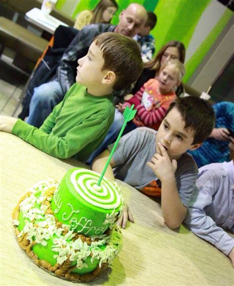green arrow theme cake cakes    pinterest