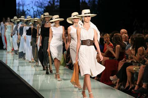 Forecast And Trends That Will Define 2019 Fashion Industry ...