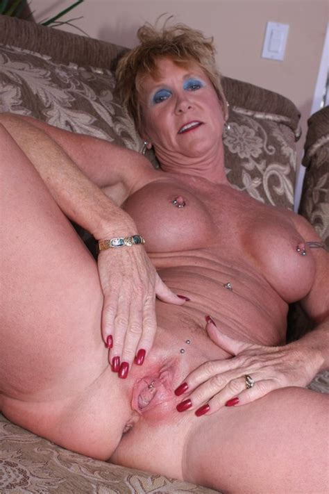 Horny Old Broad Gets Dusty Pussy Plugged