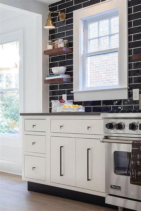 kitchen cabinet dishwasher 1000 ideas about kitchen backsplash photos on 2473