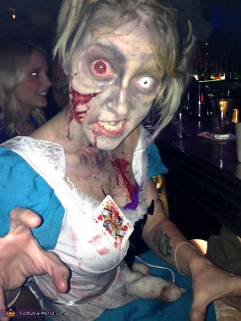 alice  zombieland costume photo