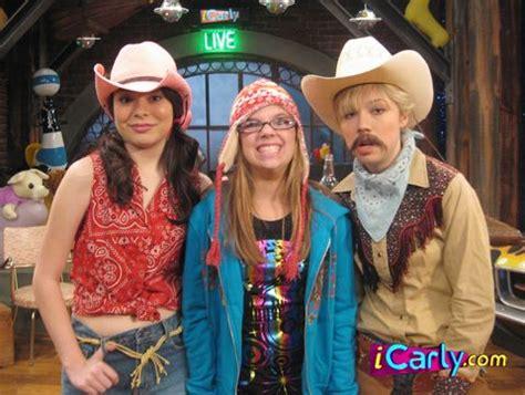 Recuerdas a Mandy Valdéz la fan 'intensa de iCarly' así
