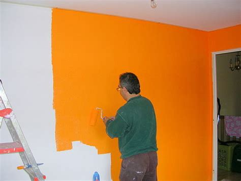 chambre orange un mur de la chambre orangé photo de travaux d