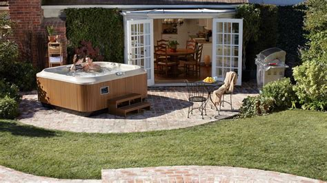 Whirlpool Im Garten Einlassen by Outdoor Whirlpools Und Indoor Whirlpools F 252 R Haus Und Garten