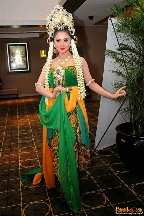 natural  fresh  modern kebaya green international