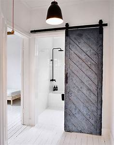 15 sliding barn doors that bring rustic beauty to the bathroom for Barnyard doors for bathroom