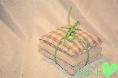 armadi in stoffa sacchetti profuma armadi e cassetti beige in stoffa