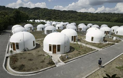 wacky houses    globe architecture design