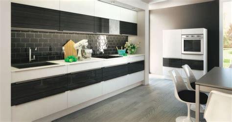 une cuisine en noir et blanc cuisine inspira chez but