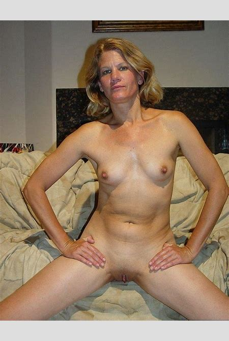 Naked Mommies - Free Gallery