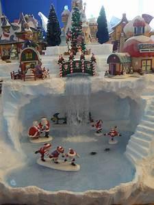 Village De Noel Miniature : skating elves elves christmas villages and christmas village display ~ Teatrodelosmanantiales.com Idées de Décoration