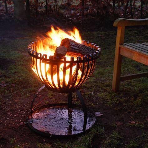 Ein Feuerkorb Für Den Garten Kommt Viel Männlicher Rüber