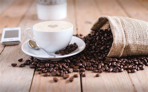 How to make the perfect cappuccino at home / come fare un cappuccino a casa. 6 Ways to Grind Coffee Beans Without a Grinder (Anyone Can Do It!)