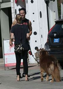 amanda seyfried in spandex at the dog house for daycare in With the dog house daycare